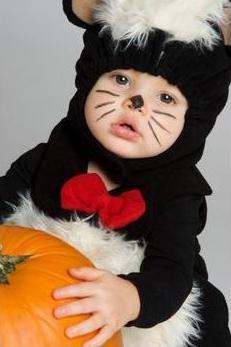 Copilul tau e prea mic pentru a sarbatori Halloween-ul?