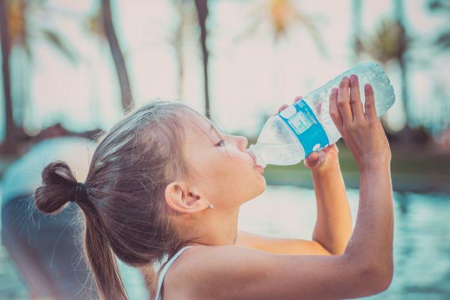 Cata apa trebuie sa bea un copil, in functie de varsta