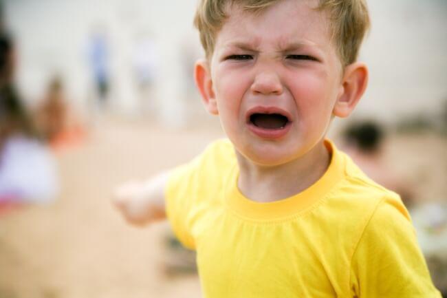 Ce ii poti spune unui toddler in timpul unui tantrum pentru a-l linisti