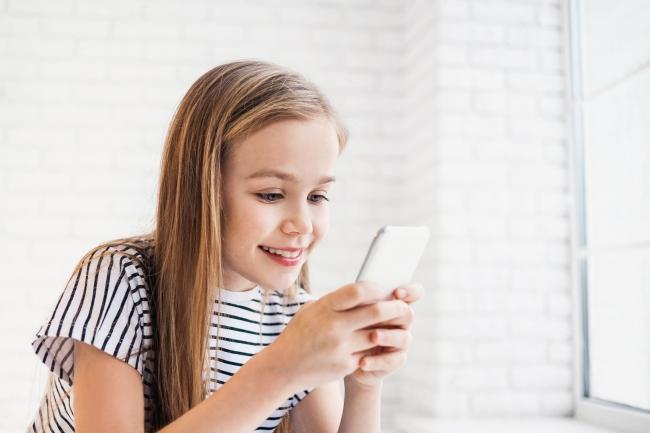 Cat de dependenti au devenit copiii de smartphone-uri si ce efecte au acestea asupra lor