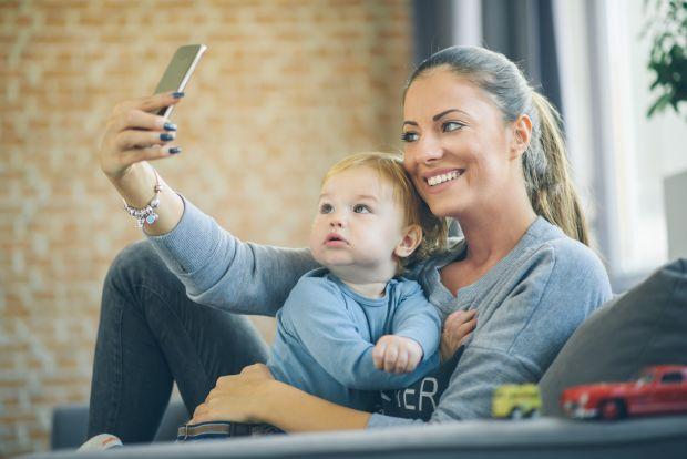 Vrei sa postezi o poza cu copilul tau pe Facebook? Mai gandeste-te!