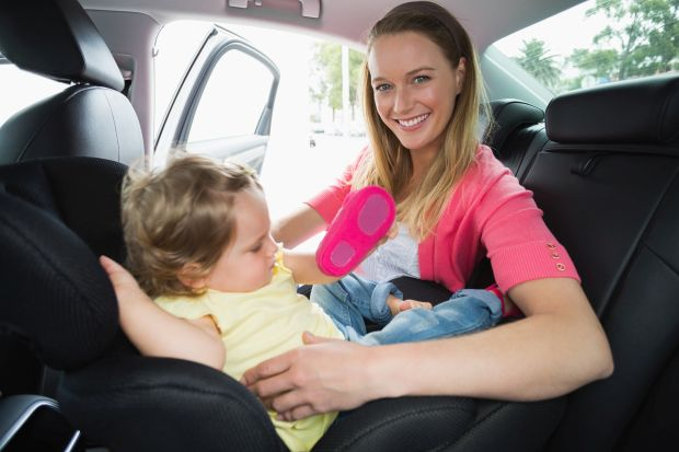 Scaunele pentru masina rear-facing: avantaje si dezavantaje