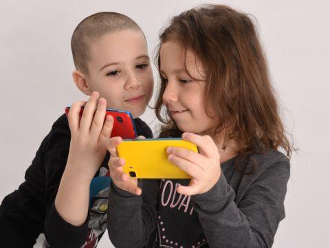 Cand este bine sa-ti lasi copilul sa foloseasca tableta sau smartphone-ul?