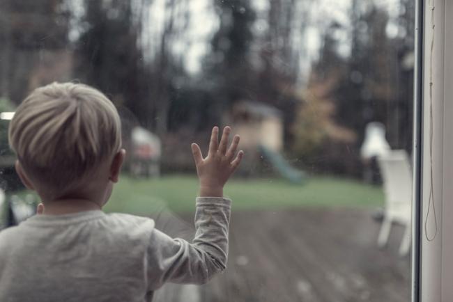 Copiii petrec mai putin timp afara decat puscariasii