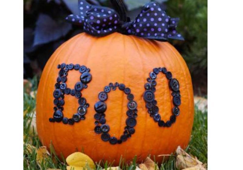 9 idei simple pentru decorat dovleacul de Halloween